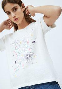 Pepe Jeans - ALANIS - Print T-shirt - white - 3