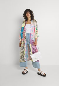 Free People - PATCHED WITH LOVE ROBE - Kevyt takki - magic combo - 1