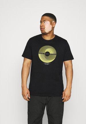 PATCH POCKET TEE - Print T-shirt - black