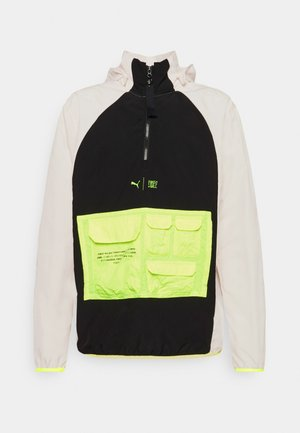 TRAIN FIRST MILE UTILITY JACKET - Löparjacka - eggnog/black