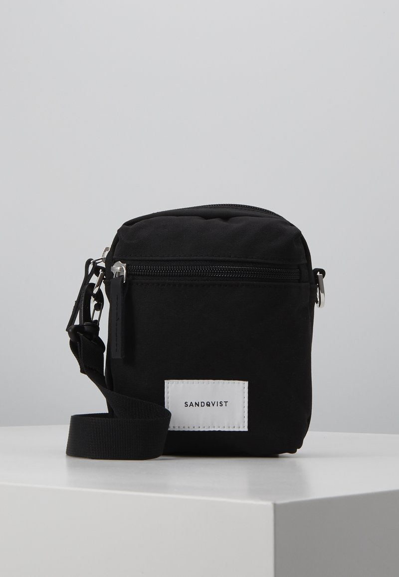 Sandqvist - SIXTEN - Taška spříčným popruhem - black