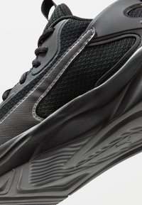 Puma - SOFTRIDE RIFT - Neutral running shoes - black - 5