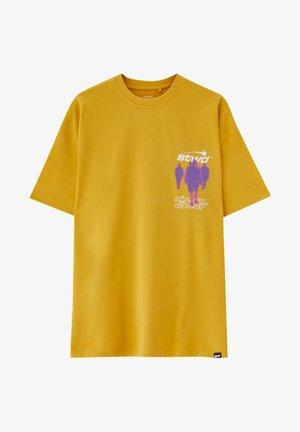 PERSONEN - Print T-shirt - yellow