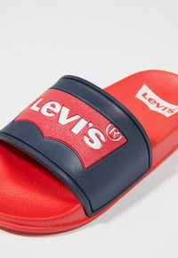 Levi's® - POOL 02 - Pool slides - red/navy - 5