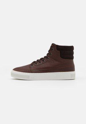 EASTBOURNE - Höga sneakers - dark brown/black/white