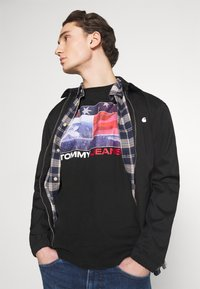 Tommy Jeans - PHOTO GRAPHIC TEE - Print T-shirt - black - 2