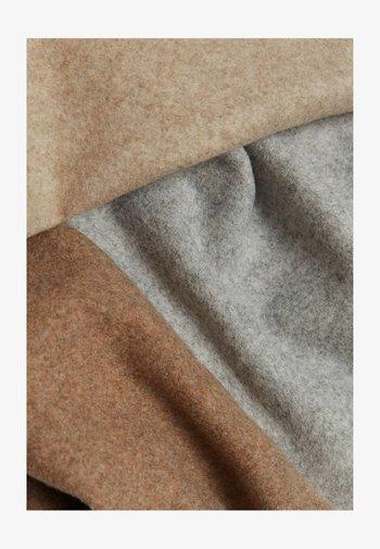 KONTRASTEN - Short coat - mottled light grey