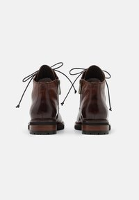Everybody - NELLY - Botines con cordones - gianduia - 3