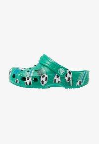 Crocs - CLASSIC SPORT BALL - Pool slides - deep green - 1