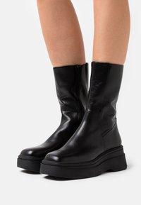 Vagabond - CARLA - Platåstøvler - black - 0
