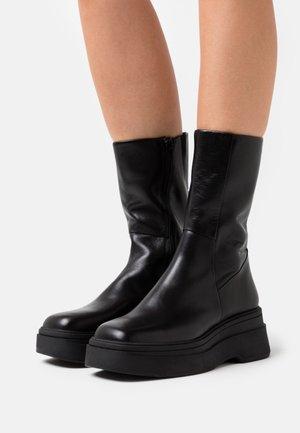 CARLA - Platform boots - black
