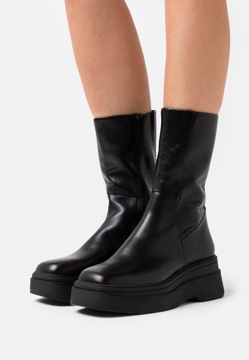 Vagabond - CARLA - Platåstøvler - black