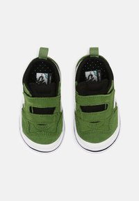 Vans - COMFYCUSH NEW SKOOL UNISEX - Skateschoenen - cactus/black - 3