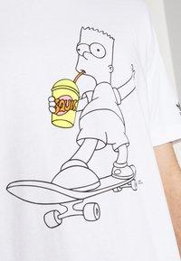 adidas Originals - TEE - Camiseta estampada - white - 5