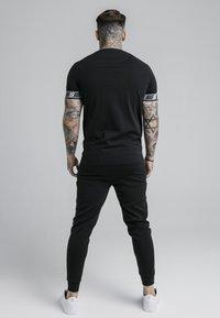 SIKSILK - EXHIBIT TECH TEE - Print T-shirt - black - 2