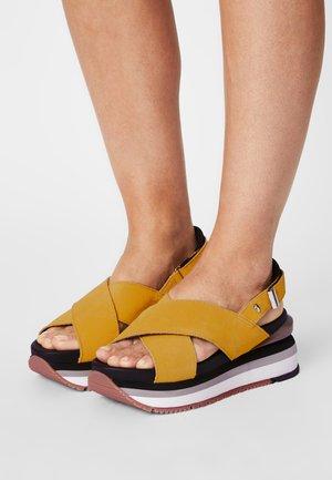 Platform sandals - amarillo