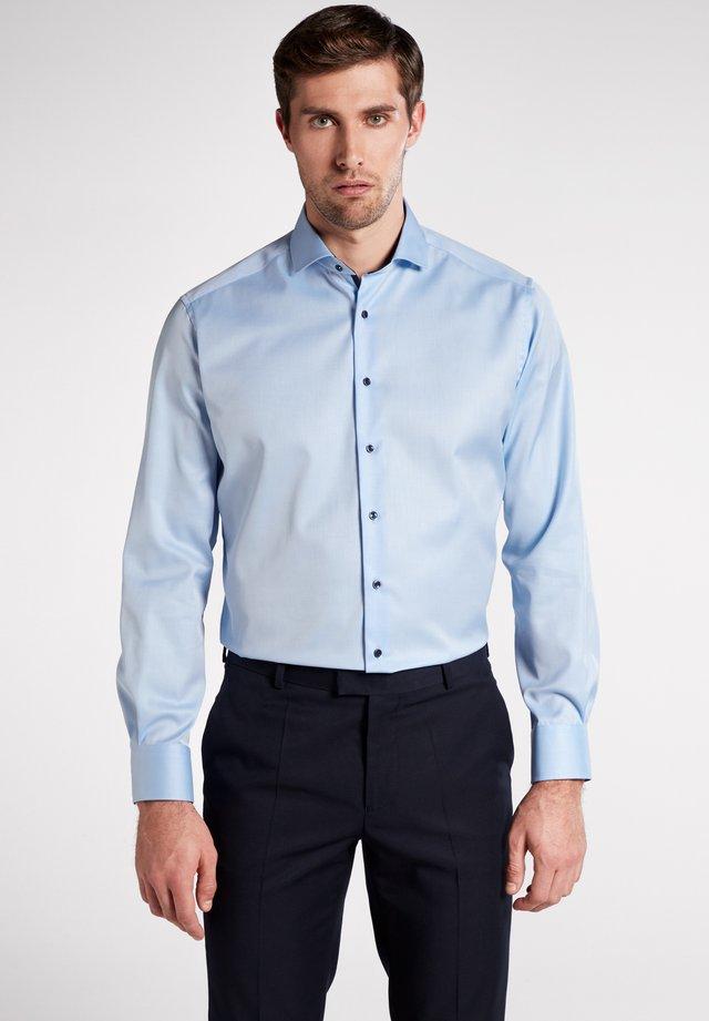MODERN FIT - Business skjorter - light blue