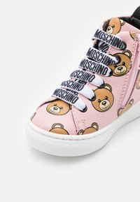 MOSCHINO - High-top trainers - light pink - 5