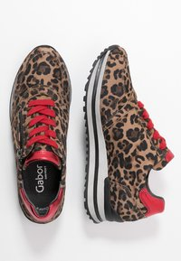 Gabor - WIDE FIT - Trainers - savanne/rosso - 3