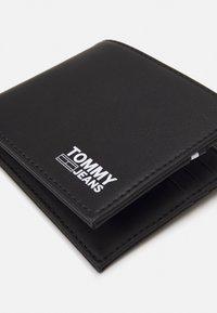 Tommy Jeans - ESSENTIAL WALLET - Wallet - black - 3