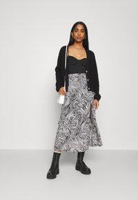 Topshop - RUFFLE ZEBRA MIDAXI SKIRT - A-line skirt - mono - 1