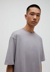 PULL&BEAR - T-shirt basic - beige - 4