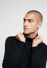 Jack & Jones PREMIUM - JPRFAST ROLL NECK  - Jumper - black - 4