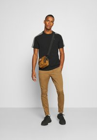 G-Star - SPORT TAPE LOGO + R T S\S - T-shirt print - black - 1