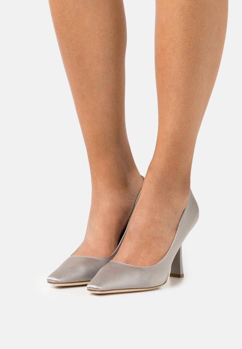 Alberta Ferretti - Classic heels - grey