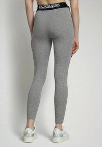 Napapijri - M-BOX LEGGINGS - Leggings - Trousers - medium grey melange - 2