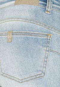 Liu Jo Jeans - MONROE  - Jeans slim fit - bleached denim - 2