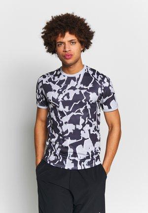 DRY TOP TEAM - Print T-shirt - sky grey/white