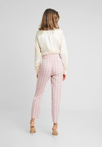 Missguided - CHECK CIGARETTE TROUSER - Trousers - pink - 2