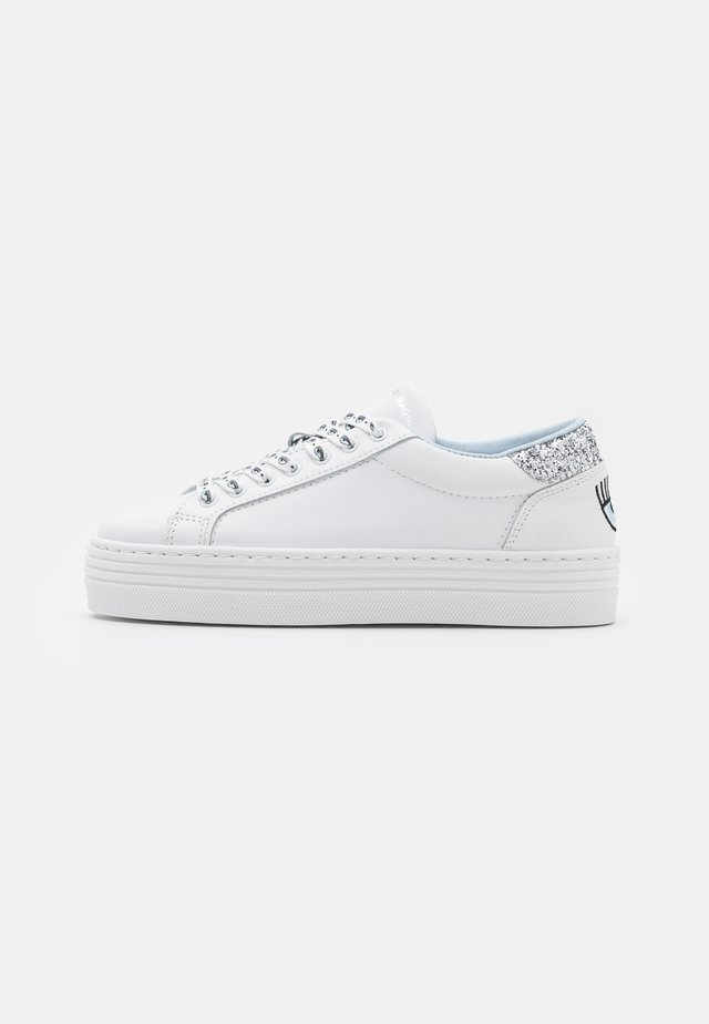 LACE LOGOMANIA - Sneakers laag - white