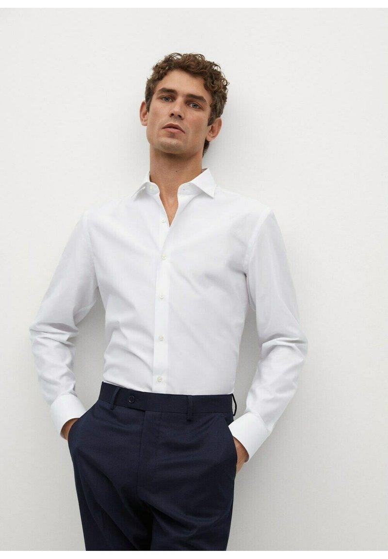 Mango - EMERITOL SLIM FIT  - Formal shirt - weiß