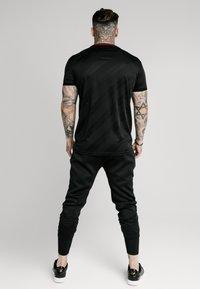 SIKSILK - JACQUARD TEE - T-shirt - bas - black - 2
