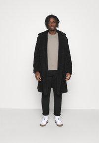 Calvin Klein Jeans - SLIM TEE 3 PACK - Jednoduché triko - olive/black/grey - 0