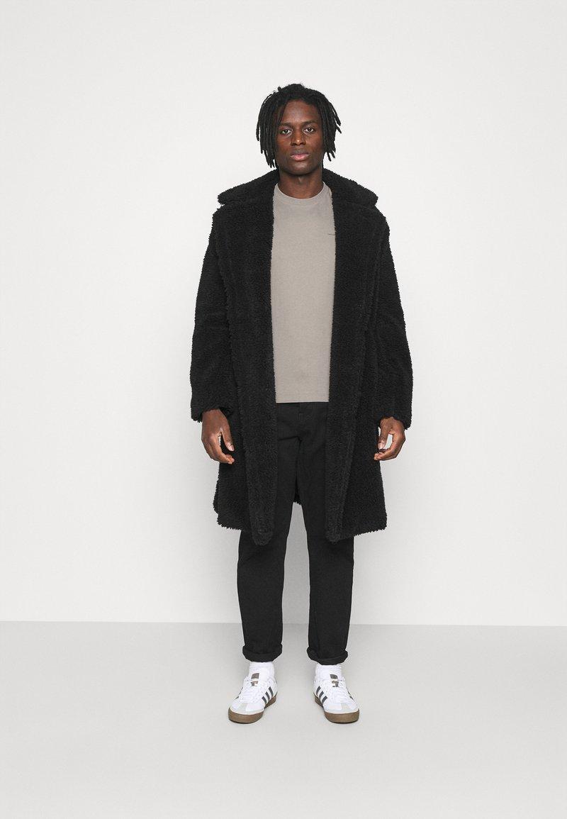 Calvin Klein Jeans - SLIM TEE 3 PACK - Jednoduché triko - olive/black/grey