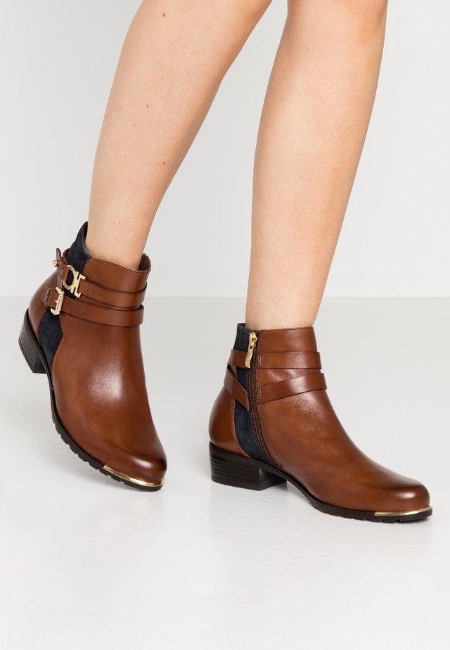 BOOTS - Boots à talons - cognac/ocean
