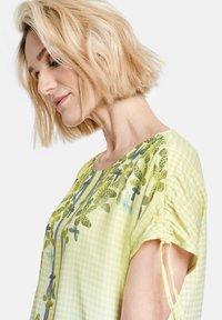 Gerry Weber - Print T-shirt - off white ligh lime aloe druck - 2