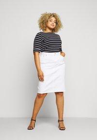 Lauren Ralph Lauren Woman - JUDY ELBOW SLEEVE - Print T-shirt - navy/white - 1