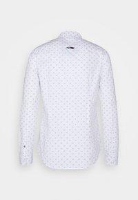Tommy Jeans - DOBBY SHIRT - Overhemd - white/multi - 1