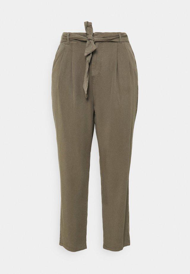 VMMIA LOOSE TIE PANT - Pantaloni - bungee cord