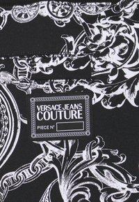 Versace Jeans Couture - BRUSHED PRINT REGALIA BAROQUE - Verryttelyhousut - nero - 7