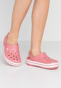 Crocs - CROCBAND  - Klapki - blossom/white - 0