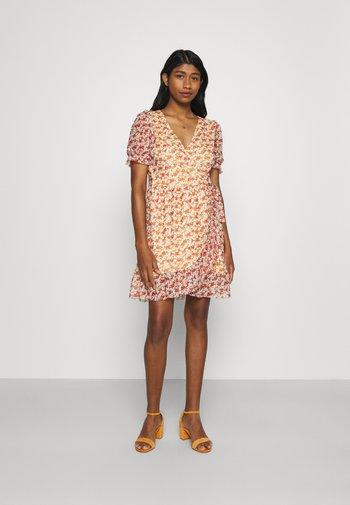 VIVOLETTE WRAP DRESS - Robe d'été - sunlight/cottage print