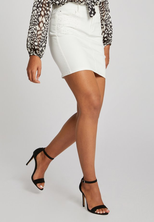 WITH RHINESTONE DETAILS - Jeansrock - white