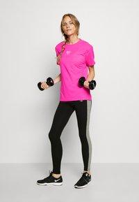 Pink Soda - HERON BOYFRIEND - Basic T-shirt - knockout pink - 1