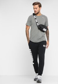 Puma - SOLE WAIST BAG - Bum bag - black - 1