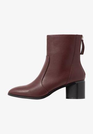 FAUNA - Kotníkové boty - brown